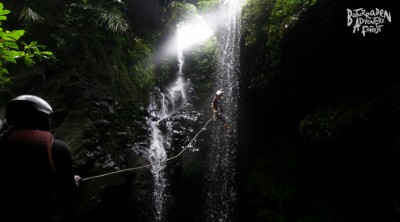 Rappelling/Abseilling